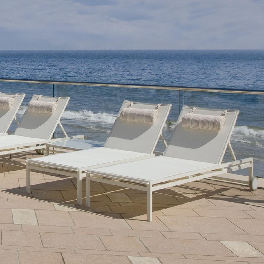 Camas Solares y Tumbonas JANUS et Cie Laszlo Chaise Lounge