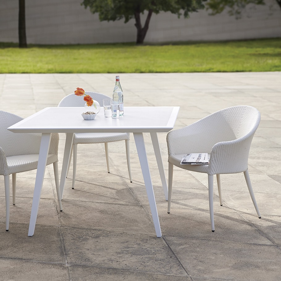 Mesa JANUS et Cie Wegner Dining Table Squareqs