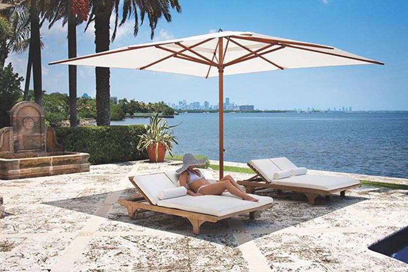 Relajate y disfrutá entre Tumbonas y Sombrillas