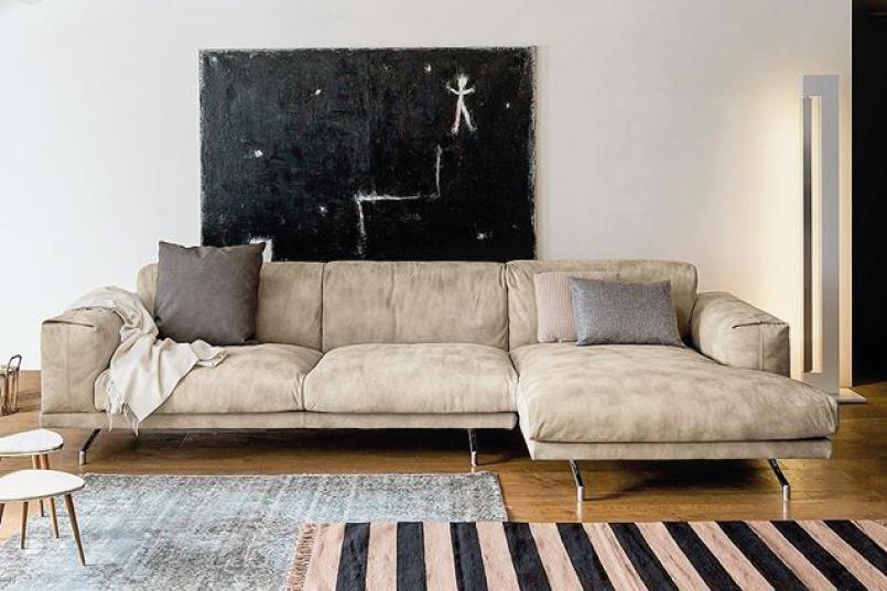 Si Un Sofá Pequeño No Es Una Opción Para Ti, Es Recomendable Buscar Cómo  Reducir Su Efecto óptico, Para Esto Busca Un Sofá Con Colores Lisos, ...