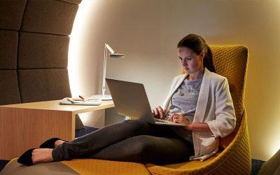 Fomentando la productividad al diseñar espacios variados en la oficina